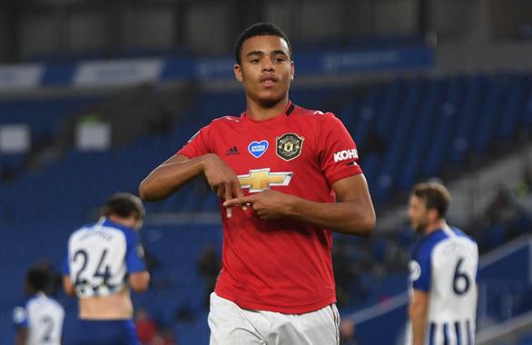 Đè bẹp Brighton, Man Utd áp sát tốp 4 - Ảnh 1.