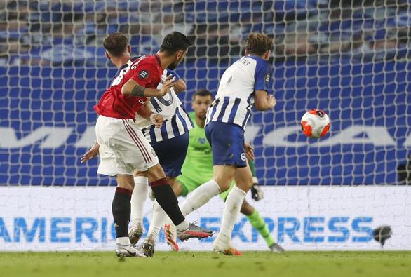 Đè bẹp Brighton, Man Utd áp sát tốp 4 - Ảnh 2.