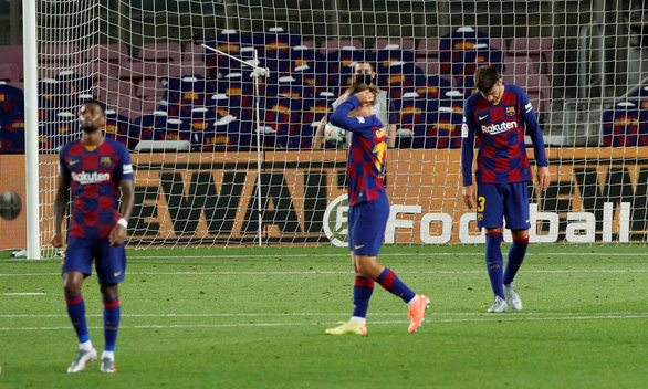 VAR và trọng tài giúp Atletico Madrid cầm chân Barca tại Nou Camp - Ảnh 4.