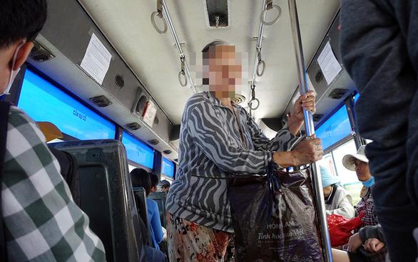 Vì sao xử tệ với hành khách cao tuổi? - Ảnh 1.