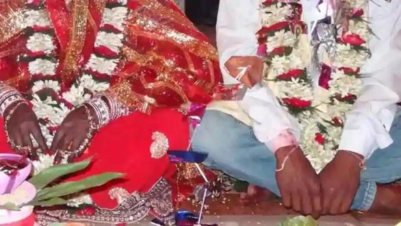 Dự đám cưới rồi đám tang của chú rể, hơn 100 người mắc COVID-19 - Ảnh 1.