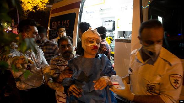 Nổ lớn tại phòng khám ở Tehran, 19 người thiệt mạng - Ảnh 2.