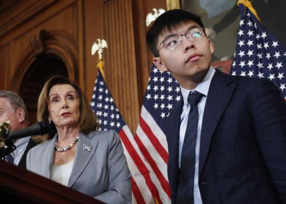 Các nghị sĩ Mỹ nói không khoanh tay đứng nhìn vụ luật an ninh Hong Kong - Ảnh 2.