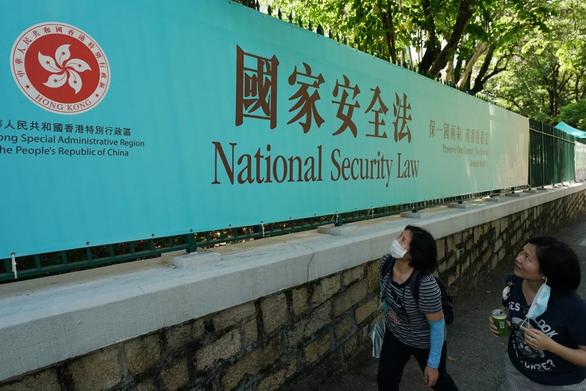 Báo Trung Quốc dọa Hong Kong: Thức thời cải tà quy chánh thì yên với luật mới - Ảnh 2.