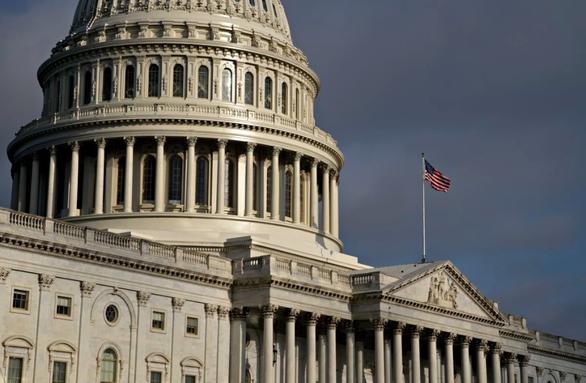 Các nghị sĩ Mỹ nói không khoanh tay đứng nhìn vụ luật an ninh Hong Kong - Ảnh 1.