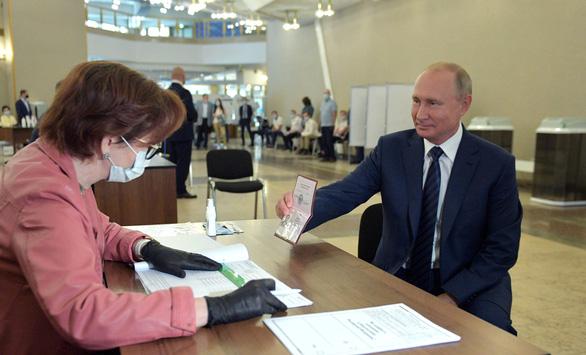 Bỏ phiếu sửa đổi Hiến pháp Nga, tìm tính chính danh - Ảnh 2.