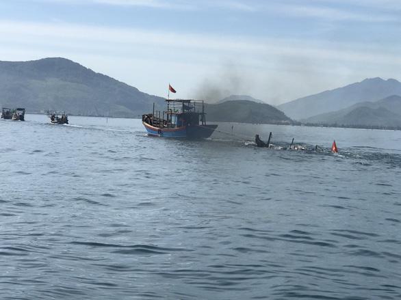Tàu câu mực bị đâm chìm, một người chết, bé trai 8 tuổi mất tích - Ảnh 1.