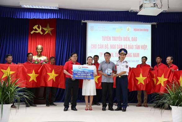 Vùng cảnh sát biển 2 đồng hành cùng ngư dân Cù Lao Chàm - Ảnh 2.