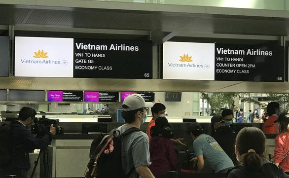 Thêm 346 người Việt Nam từ Mỹ về nước, được cách ly sau khi xuống Nội Bài - Ảnh 1.