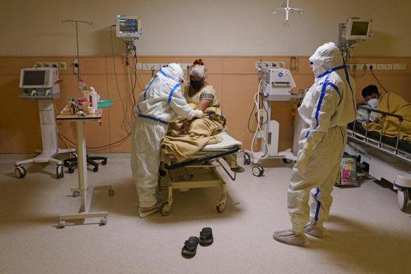 60.000 máy thở giá rẻ bị bệnh viện trong nước chê, Ấn Độ tìm cách bán ra ngoài - Ảnh 1.