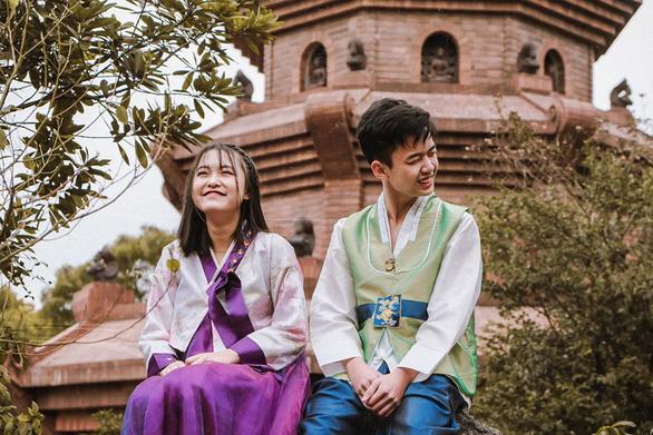 Bánh sừng bò, trang phục quý tộc… vào bộ ảnh lịch sử của học sinh Bắc Ninh - Ảnh 6.