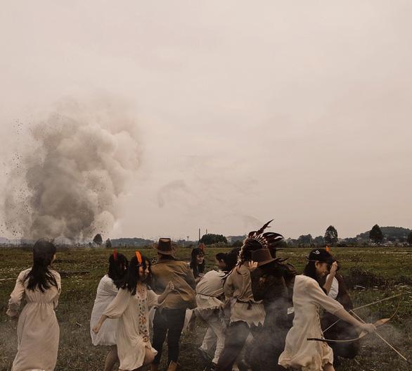 Bánh sừng bò, trang phục quý tộc… vào bộ ảnh lịch sử của học sinh Bắc Ninh - Ảnh 3.
