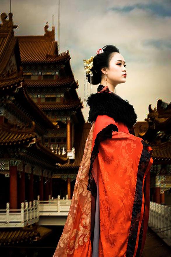 Bánh sừng bò, trang phục quý tộc… vào bộ ảnh lịch sử của học sinh Bắc Ninh - Ảnh 8.