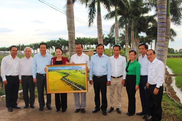 Chủ tịch Quốc hội dạo đường cau đẹp nhất miền Tây, muốn phát triển đường ven biển ĐBSCL - Ảnh 3.