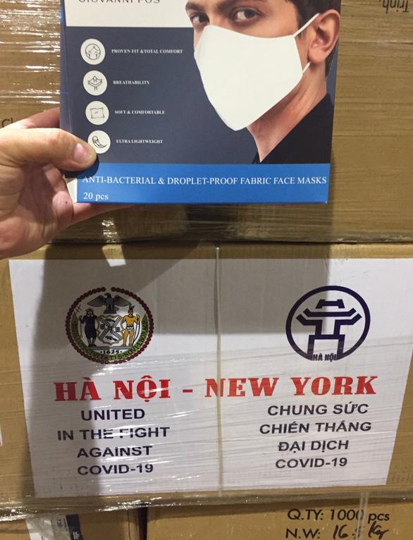 Hà Nội tặng New York 2 tấn khẩu trang giữa dịch COVID-19 - Ảnh 2.