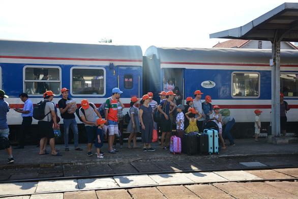Đưa khách từ Hà Nội du lịch Quảng Bình bằng tàu hỏa charter - Ảnh 1.