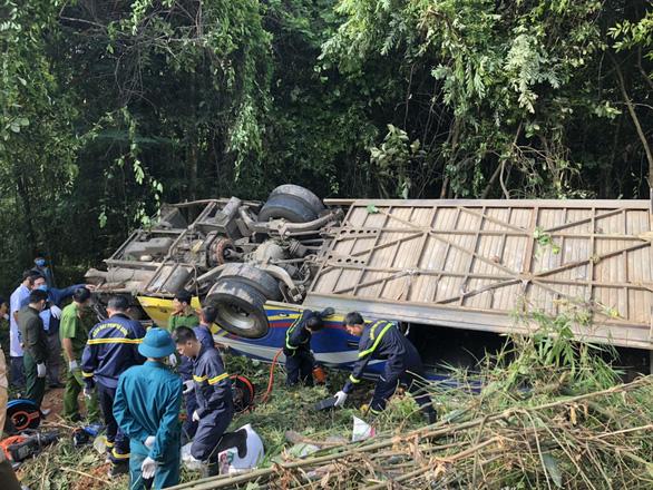 Xe khách rơi vực lúc rạng sáng 11-7, 5 người chết, nhiều người bị thương - Ảnh 7.