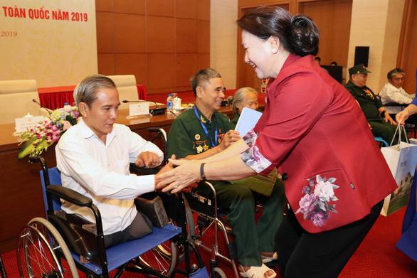 Chủ tịch nước tặng quà cho người có công nhân 73 năm Ngày thương binh - liệt sĩ - Ảnh 1.