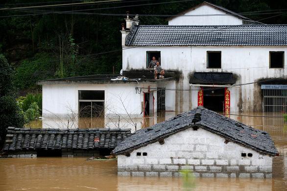 Tỉnh Giang Tây, Trung Quốc nâng cảnh báo mức cao nhất, lũ lớn sắp ập về - Ảnh 5.