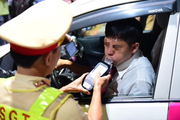 Ứng dụng giúp kết nối tài xế và chủ xe đã nhậu nên không thể lái xe về - Ảnh 1.
