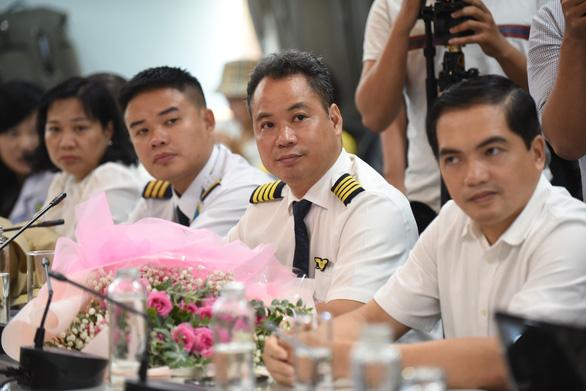 Tổng lãnh sự Anh đón phi công Anh xuất viện: 'Cảm ơn Việt Nam từ tận đáy lòng' - Ảnh 5.