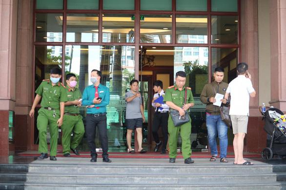 Khám xét nơi ở, nơi làm việc của ông Trần Vĩnh Tuyến, Trần Trọng Tuấn - Ảnh 6.