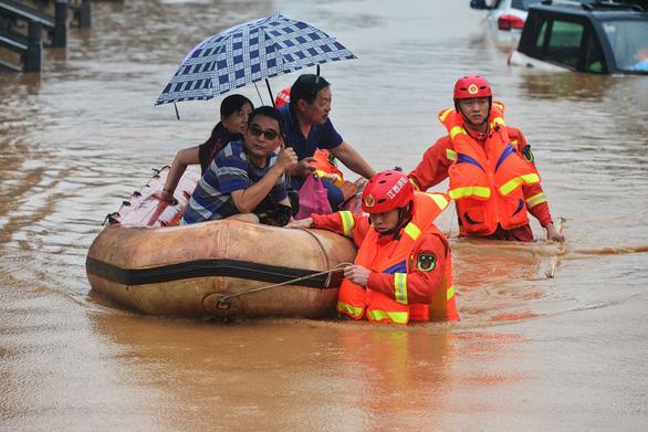 Tỉnh Giang Tây, Trung Quốc nâng cảnh báo mức cao nhất, lũ lớn sắp ập về - Ảnh 3.