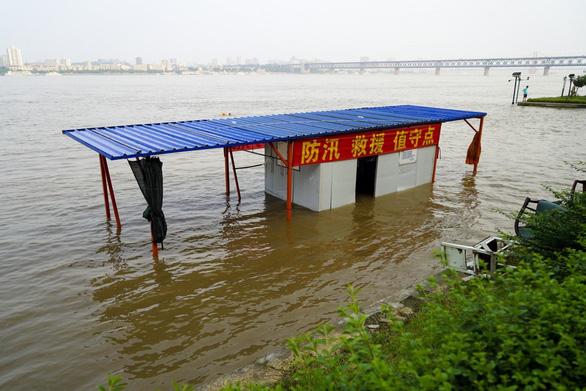 Tỉnh Giang Tây, Trung Quốc nâng cảnh báo mức cao nhất, lũ lớn sắp ập về - Ảnh 1.