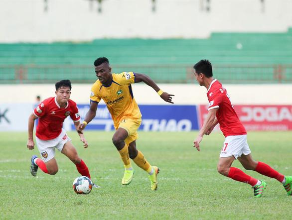 SLNA may mắn cầm chân Hà Tĩnh trong trận derby xứ Nghệ - Ảnh 1.