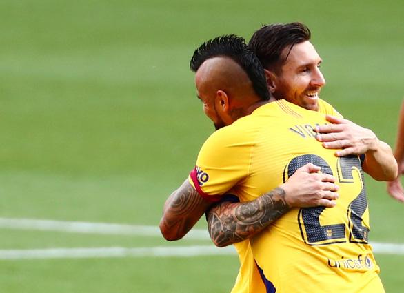 Thắng chật vật Valladolid, Barca tiếp tục bám đuổi Real Madrid - Ảnh 1.