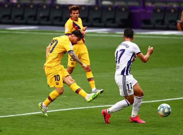 Thắng chật vật Valladolid, Barca tiếp tục bám đuổi Real Madrid - Ảnh 2.