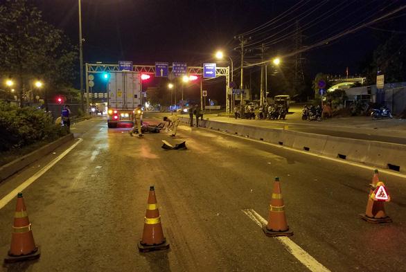 Chạy xe máy vào đường cấm, hai người thương vong - Ảnh 3.