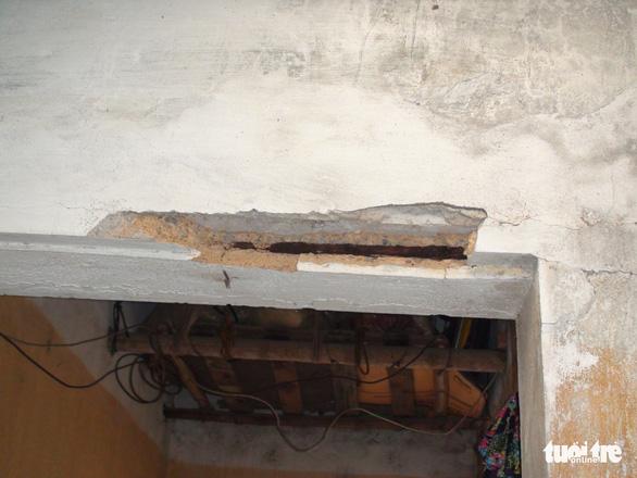 Người dân mất ngủ vì sống trong nhà nứt toác sau cải tạo đường - Ảnh 2.
