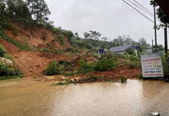Mưa lớn kéo dài, nhiều tuyến đường ở Lai Châu tê liệt - Ảnh 1.