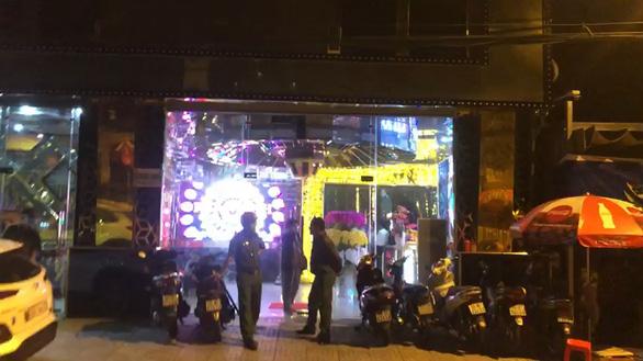 Liên tiếp đột kích một loạt quán karaoke và khách sạn, bắt 3 người tàng trữ ma túy - Ảnh 1.