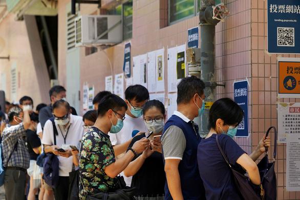 Trung Quốc nói bỏ phiếu bầu ứng viên đối lập ở Hong Kong là khiêu khích nghiêm trọng - Ảnh 1.