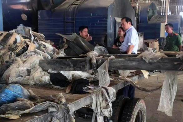 Bắt quả tang công ty Đài Loan đốt chui hàng tấn rác thải công nghiệp - Ảnh 1.