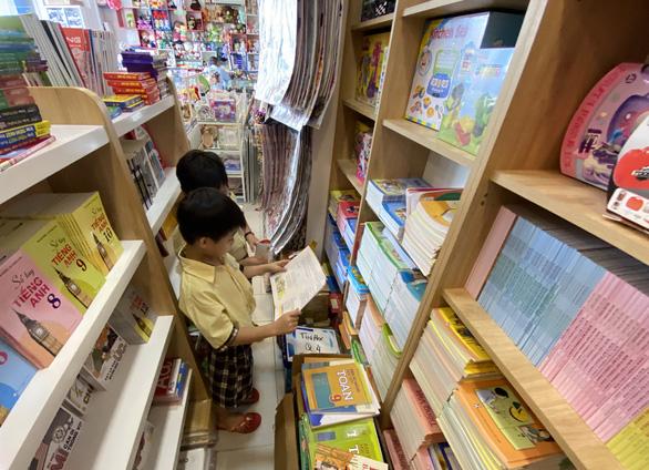 Nhà nước sẽ định giá sách giáo khoa để chấm dứt chuyện 'đội giá sách lên trời'?