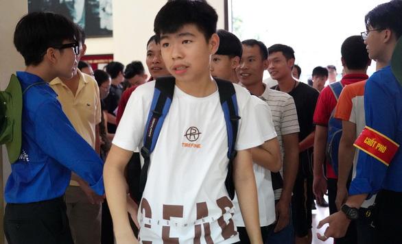 Thi vào các trường THPT chuyên ĐHQG Hà Nội: tỉ lệ chọi ngữ văn 1/16,6, gấp đôi toán  - Ảnh 1.