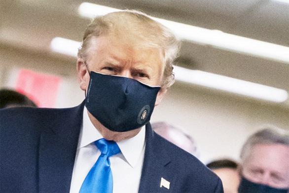Vì sao ông Trump cuối cùng cũng chịu đeo khẩu trang? - Ảnh 1.