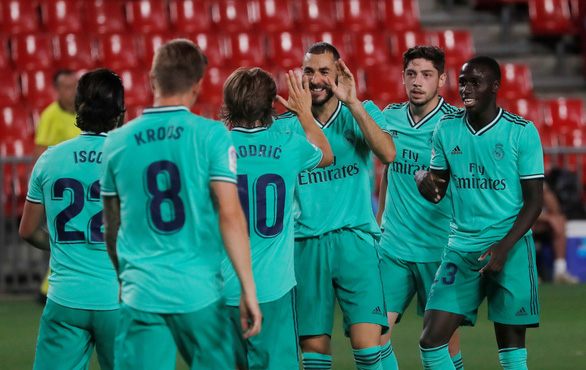 Thắng Granada 2-1, Real Madrid chờ nâng cúp vô địch ngày 17-7 - Ảnh 1.