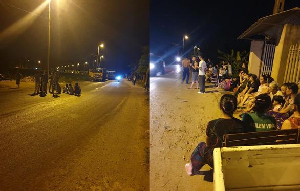 Dân lại chặn xe chở rác vào bãi rác Nam Sơn - Ảnh 1.