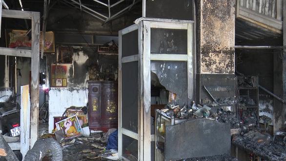 Đốt nhà người tình làm 3 người bị thương nghi do ghen tuông - Ảnh 1.