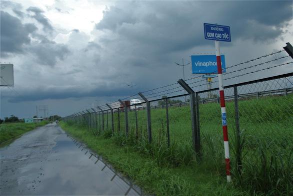 Tuyến cao tốc duy nhất về miền Tây biến thành đường… thấp tốc - Ảnh 5.