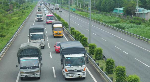 Tuyến cao tốc duy nhất về miền Tây biến thành đường… thấp tốc - Ảnh 7.