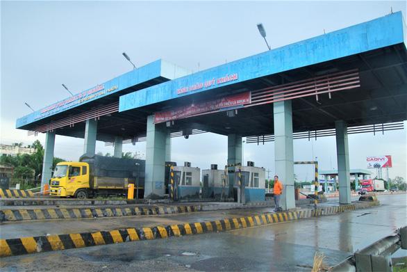 Tuyến cao tốc duy nhất về miền Tây biến thành đường… thấp tốc - Ảnh 9.