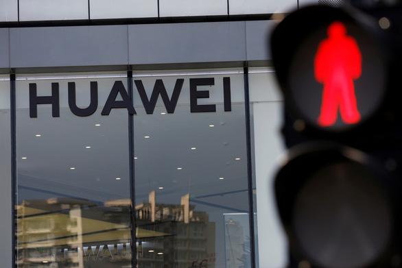 Anh quyết định loại bỏ thiết bị 5G của Huawei - Ảnh 1.