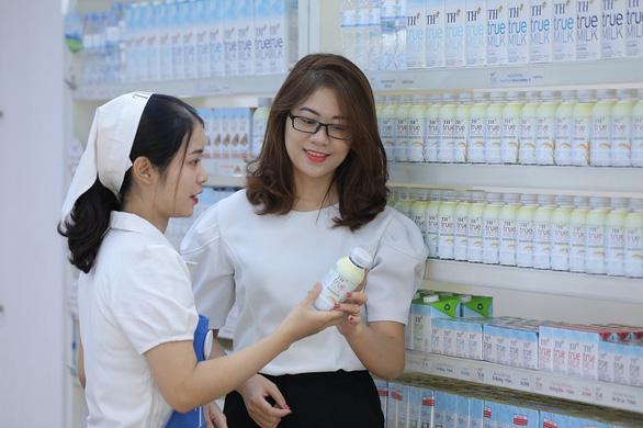 Bác sĩ y học cổ truyền hướng dẫn cách dùng nước gạo rang an toàn - Ảnh 2.