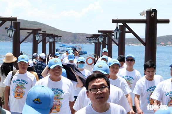 Du lịch Nha Trang giảm giá sâu, khách đông trở lại - Ảnh 2.