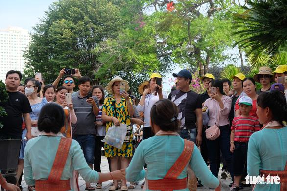 Du lịch Nha Trang giảm giá sâu, khách đông trở lại - Ảnh 6.